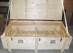 Solid-wood-box-with-inserts-fixtures